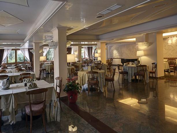 Sala Ristorante hotel a Mattinata nel Gargano