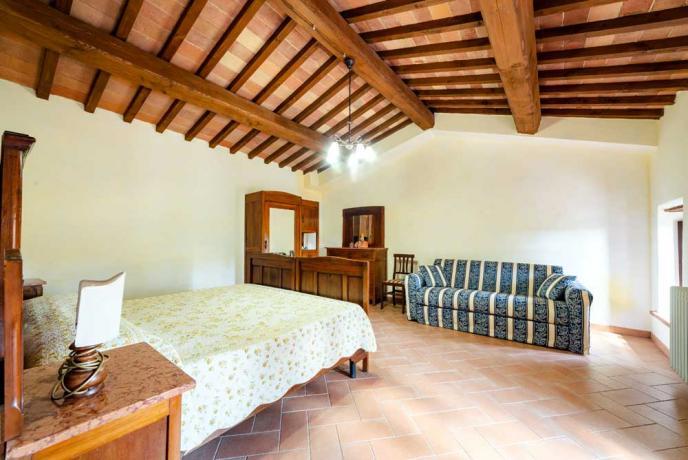 Camera da Letto con Divano-Letto a Collazzone-vicino-Perugia
