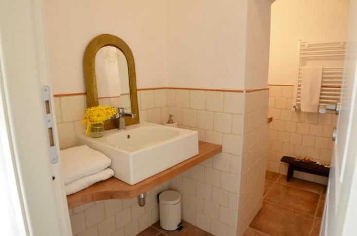Bagno in camera Casale a Genzano di Roma