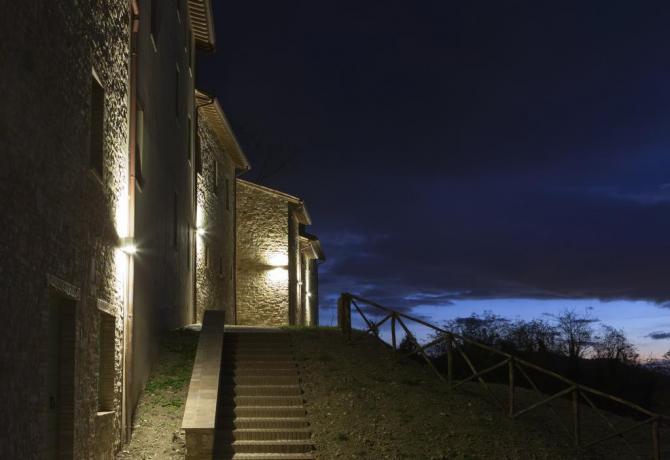 Vista paese di Gallano in notturna