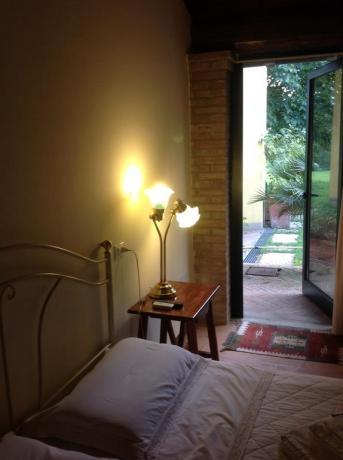 Camera matrimoniale con portico a Mantova