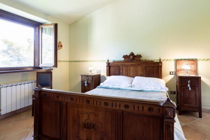 Camera Matrimoniale in casale tra Umbria e Marche