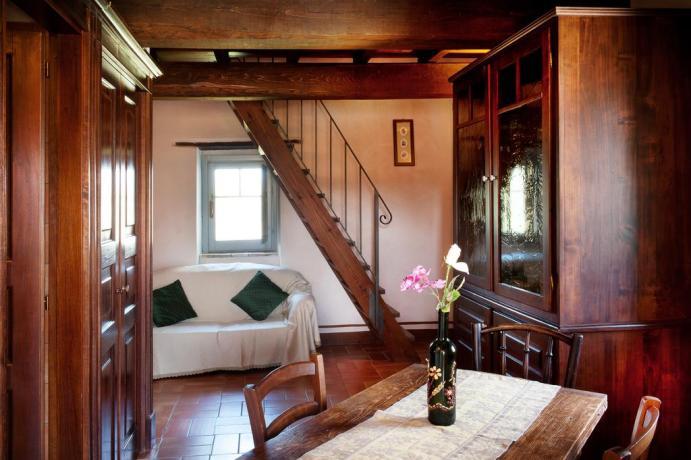 Salotto e soggiorno con Divano in camera