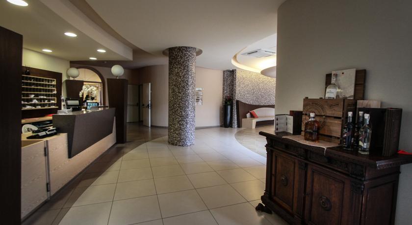 Accogliente Reception dell'hotel vicino Salerno