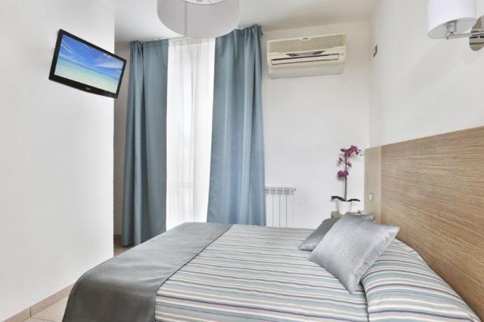 camera con aria condizionata a lido di camaiore