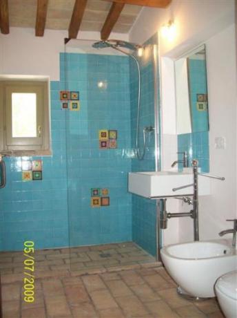Bagno con doccia, attenzione al dettaglio