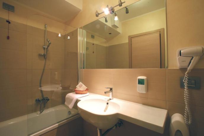 Bagno privato in camera albergo a Diamante