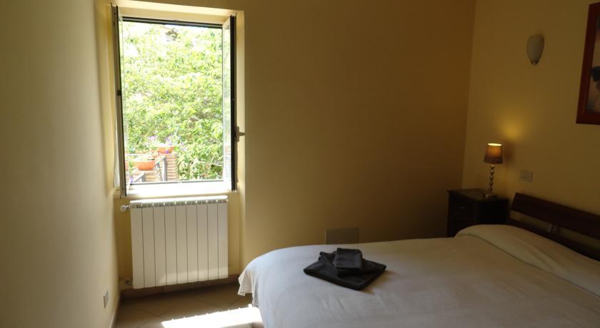 Camera Matrimoniale per soggiorno a Montebuono