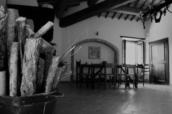 Dependance castello medievale umbro sala pranzo Gualdo Cattaneo
