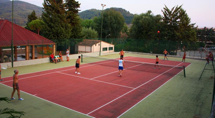 Villaggio con Animazione e Campi da Tennis