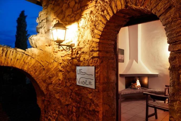 Appartamento Le-Viole con Ingresso-Indipendente in borgo-medievale Umbria