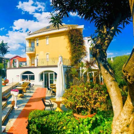 Bar bordo piscina Imperia hotel3stelle
