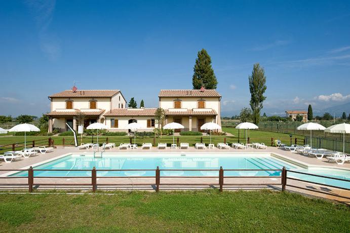 Casale con parco e piscina ad Assisi