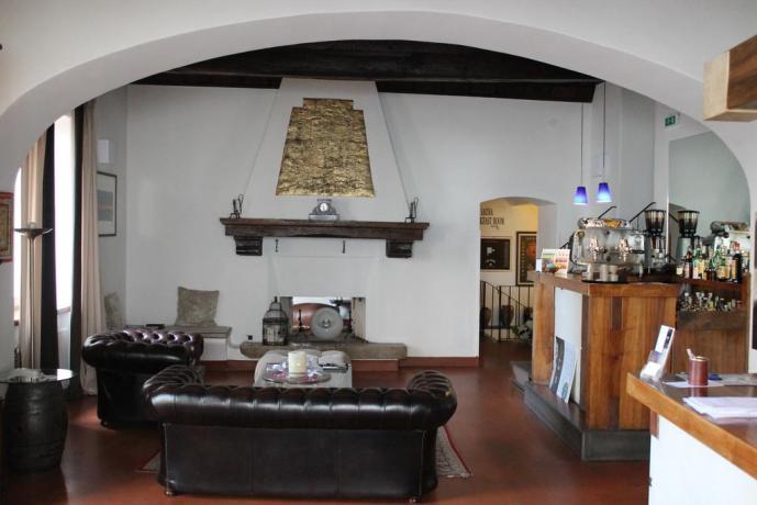 Hotel a Spoleto con Camino nel Salone