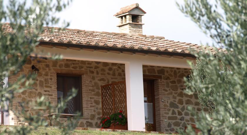 Casale in pietra con appartamenti vacanza