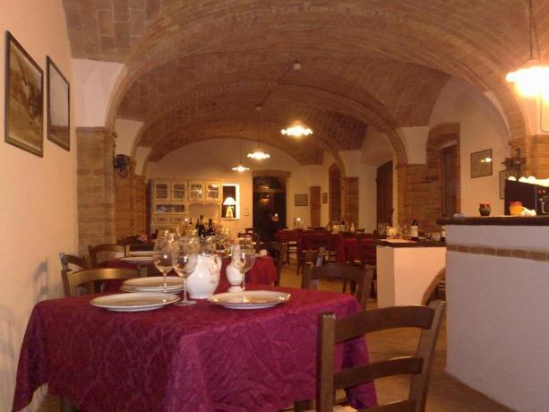 Agriturismo a Umbertide con sala da pranzo cena