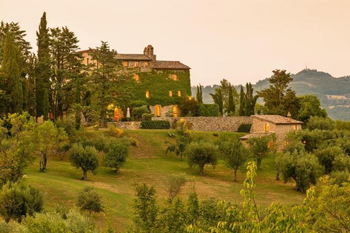 Appartamenti con camino in casale del 1400, casa vacanza di lusso in Umbria vicino Gubbio