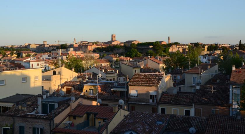 Centro storico di Fano dalle Camere retro