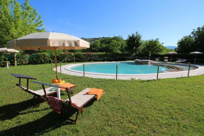 Casali in Affitto Turistico Pesaro-Urbino: Piscina
