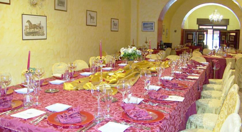 Bellissima sala da pranzo curata nei dettagli