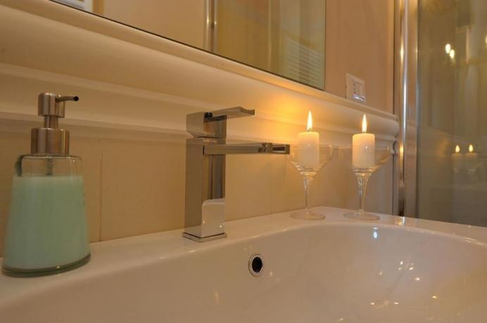 Suite villa lusso Perugia bagno privato con doccia