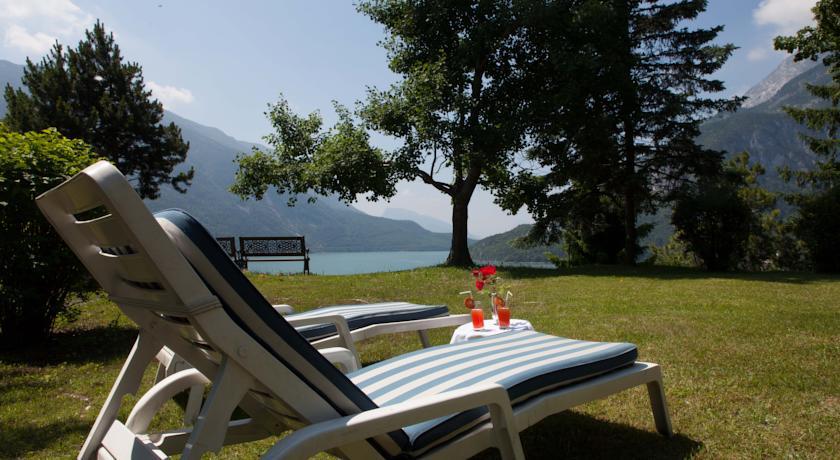 Postazione Relax in riva a Lago di Molveno