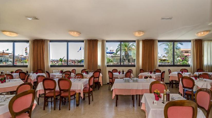 Hotel a Lido-Camaiore con Ristorante Fronte-Mare