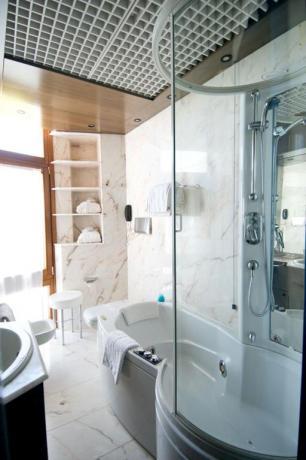 Bagno privato con vasca idro hotel a Vieste