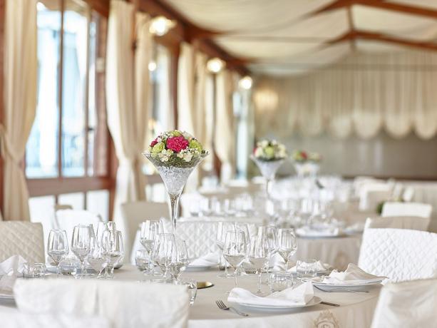 Sala ristorante eventi e cerimonie hotel 4stelle Battipaglia