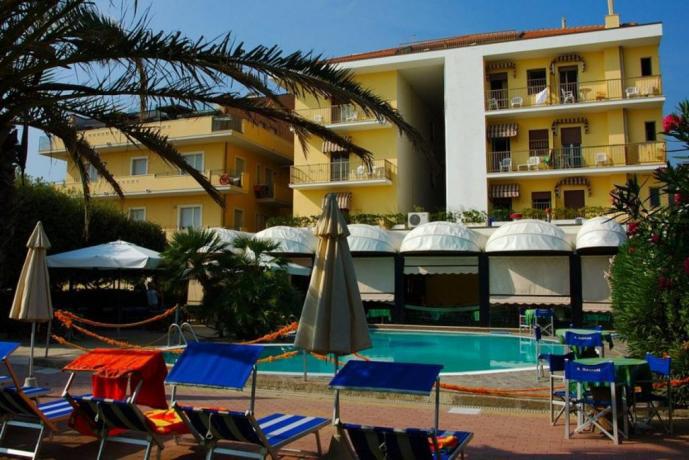 Hotel Silvi, adatto a famiglie, fronte mare, piscina