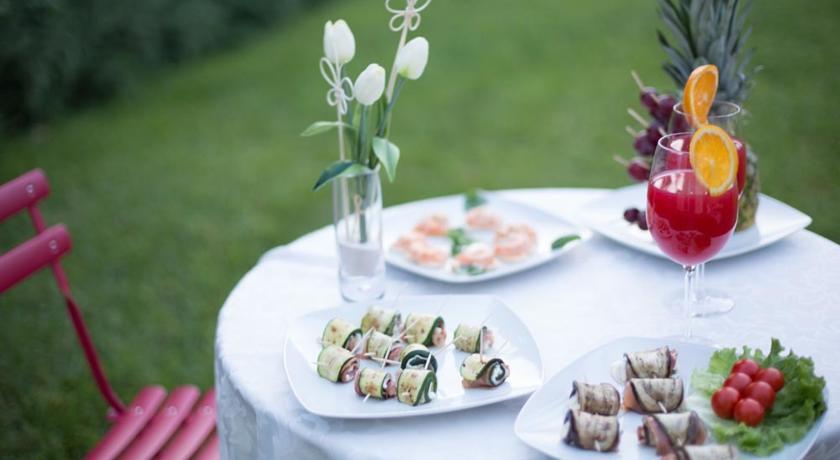 Cena romantica in giardino