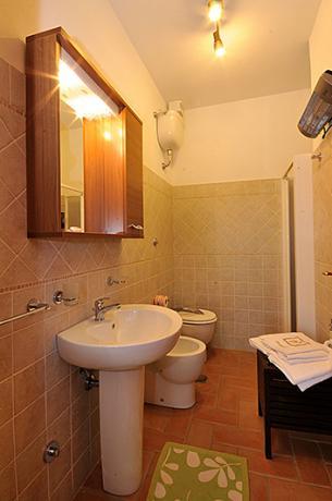 Bagno privato dell'appartamento Malvasia, Montebuono