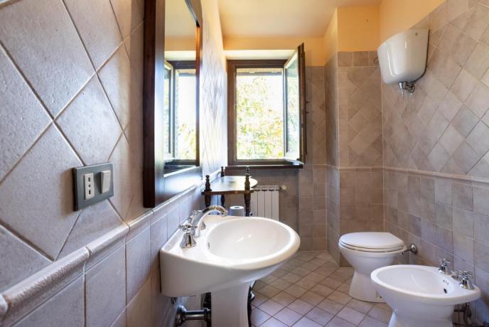 Ampio Bagno privato con doccia