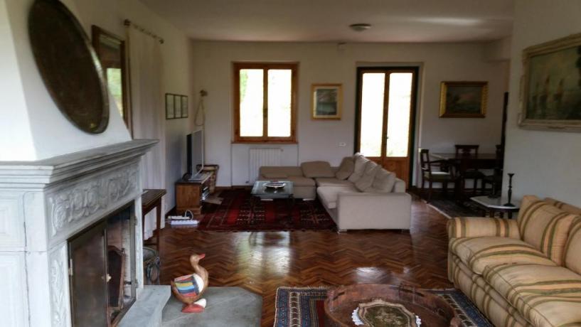 Ampio soggiorno per gruppi villa in Toscana