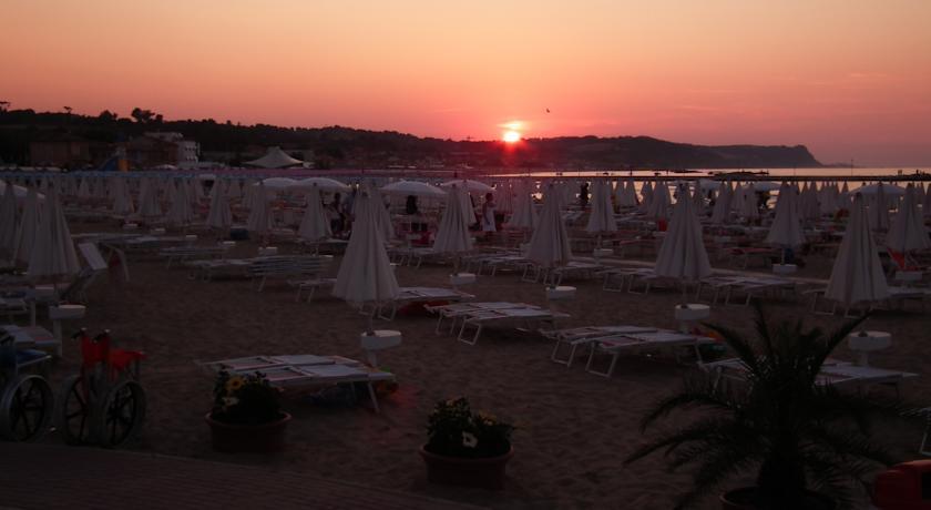 Spiaggia convenzionata Hotel Astoria fano