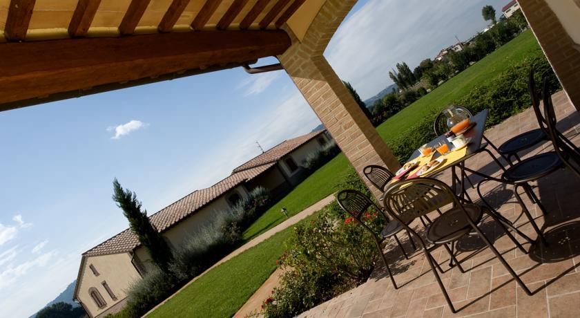 Agriturismo con appartamenti  piscina idromassaggio in Umbria