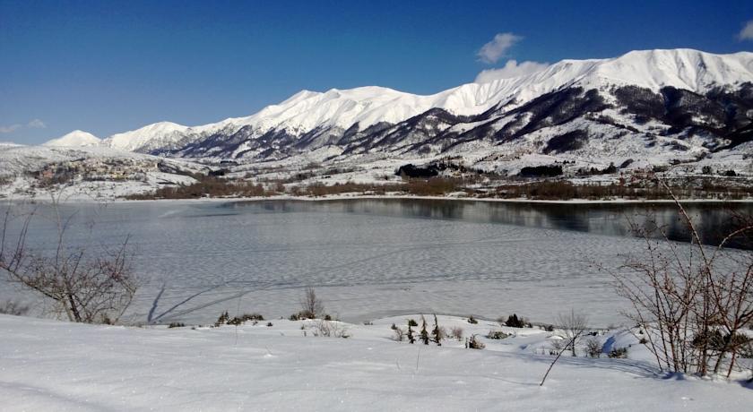 Lago di Campotosto a 30 km