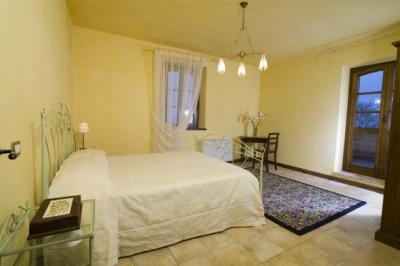 Romantiche camere in appartamentini con camino