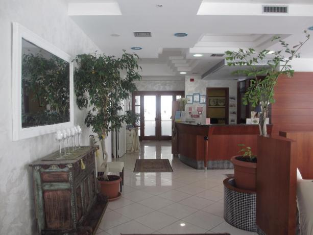 Reception albergo per famiglia a Bibione