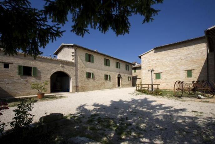 Casale agrituristico a Montefalco con Ristorante
