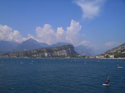 Vacanze e attivit sportive lago garda hotel b b for Lago vicino milano