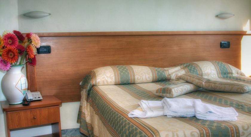 camera matrimoniale in Hotel 3 stelle in toscana