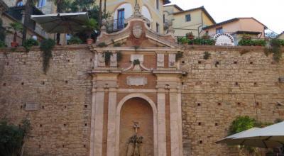Le Mura esterne dell'Hotel a Todi in centro