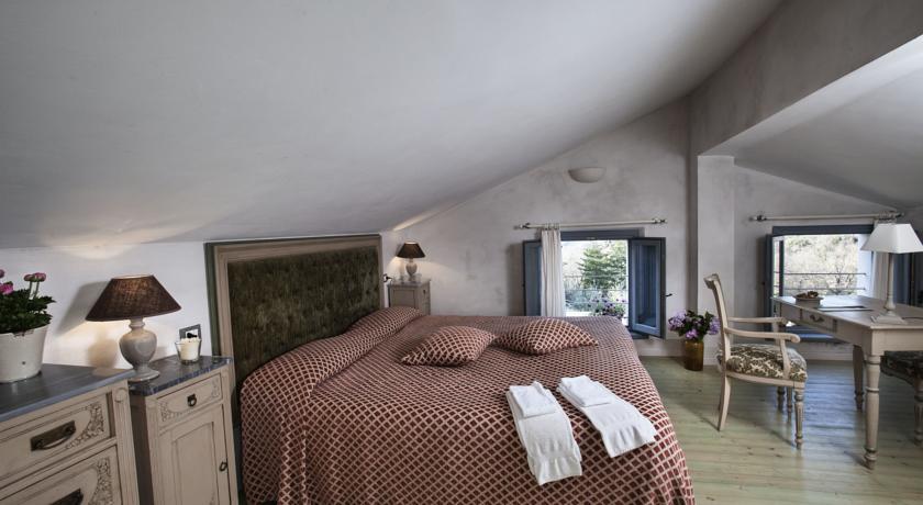 camera da letto molto luminosa