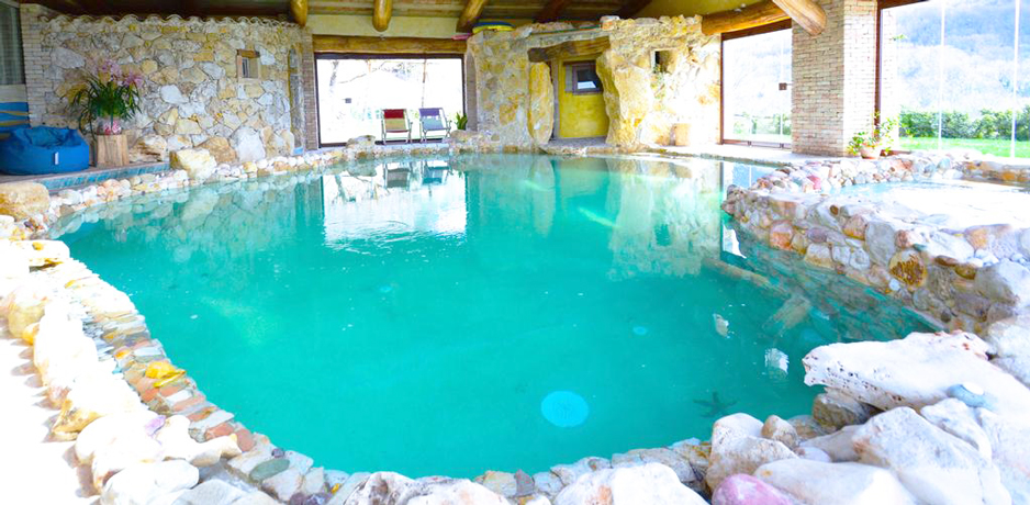 Villa con piscina coperta e spa ad uso esclusivo a terni - Casa vacanze con piscina privata ...