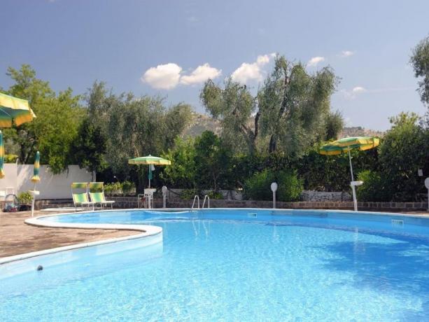 Piscina all'aperto albergo in Puglia