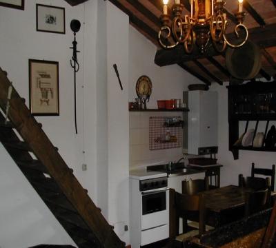 cucina attrezzata in stile rustico