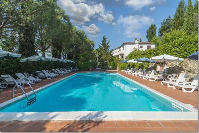 Piscina in Hotel 3 stelle Lago Trasimeno