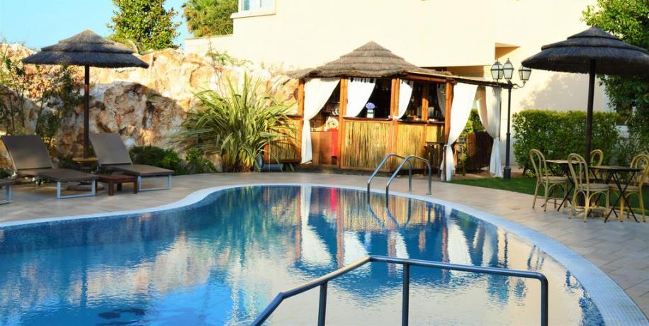 Piscina privata Resort con centro benessere a Castellana