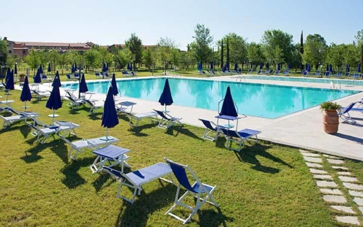 Piscina esterna Resort a Grosseto